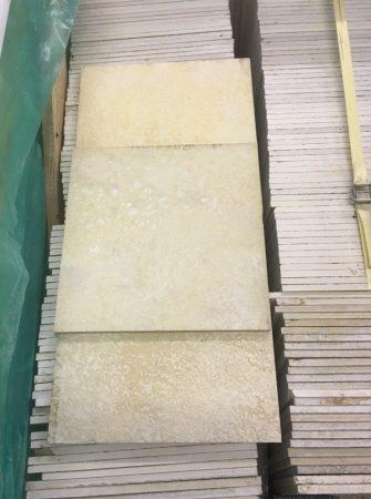 Solnhofener Platten 30*30 cm 10 mm ca 16 m2 in einer Holzzpalette gelagert zur Abholung