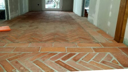 Bodenziegel Bodenplatten Weinkeller Antikziegel alte Mauersteine Backsteine Terracotta Ziegelboden