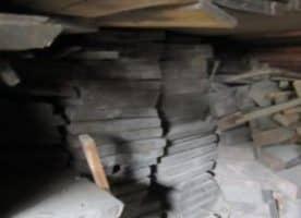 Gut abgelagerte Eichen-und Fichtenholzbohlen zu verkaufen