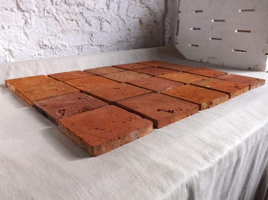 glatte Bodenziegel Bodenplatten Bodenfliesen Weinkeller Antikziegel Backsteine Terracotta Ziegelboden Backstein alte Mauersteine geschnitten Landhaus shabby chic