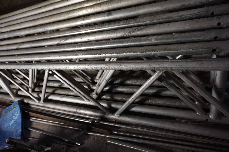 V-Gitter Alu-Traversen und Pipes