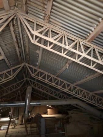 Dachkonstruktion aus Metall  für eine Fläche von 15m-16m  breite und bis zu  42 m länge