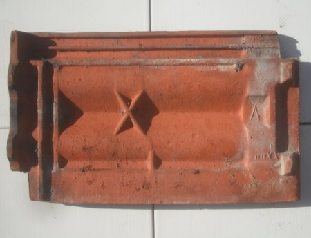 Alte antike historische Dachziegel patinierte Dachpfanne Tonziegel Falzziegel altdeutscher Ziegel Reparaturziegel Vordach Grillplatz Carport