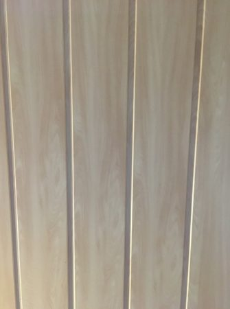Deckenpanele (helle Holzoptik)