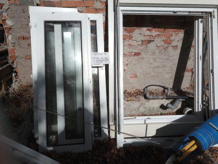 Kunststofffenster mit Rolladenkasten und Rolladenkasten und Kurbel