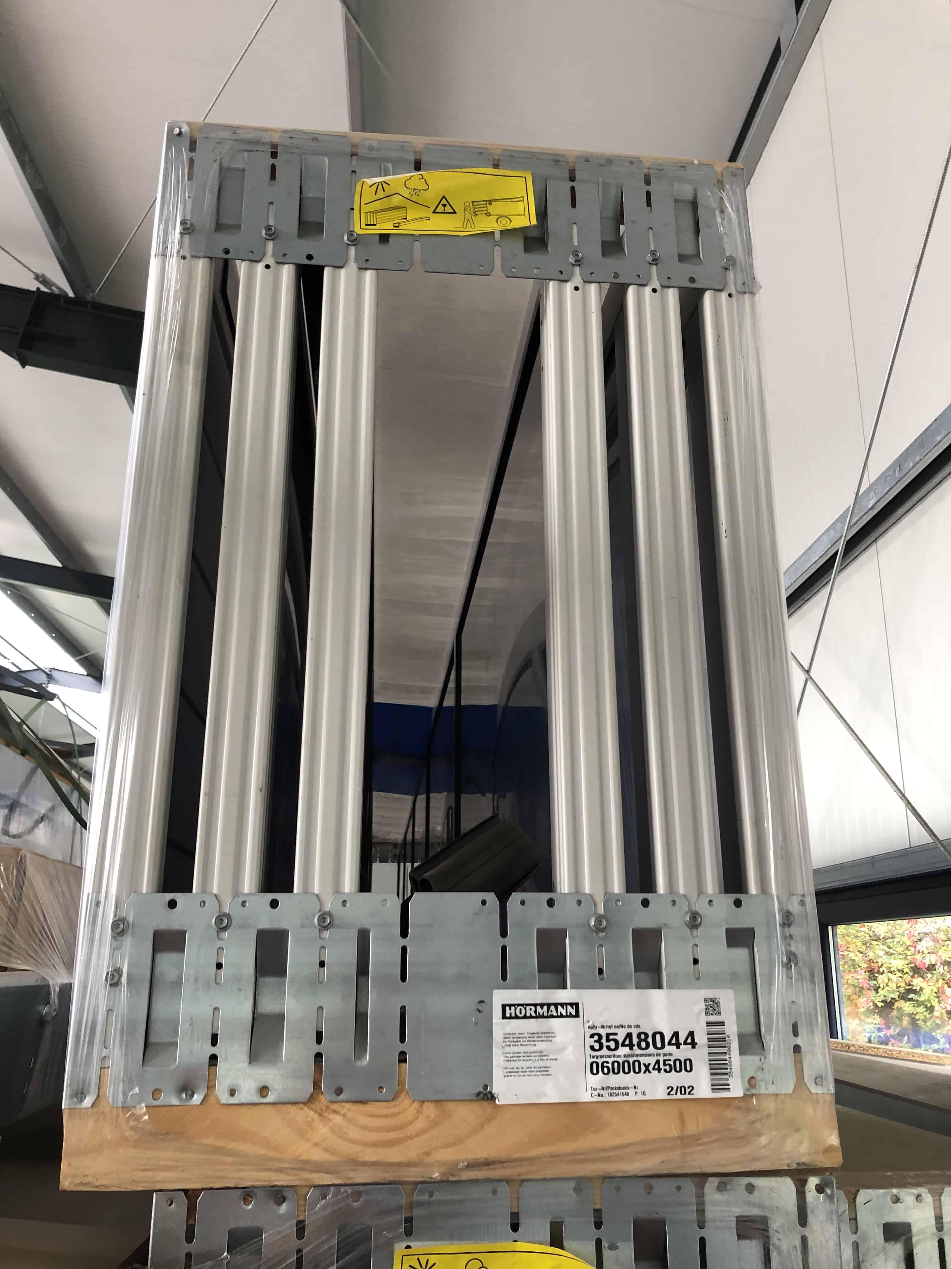 7x HÖRMANN Sectionaltore ca. 6.000 x 4.500 mm, teilw. mit Schlupftüre