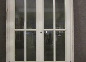 Gut erhaltene Fenster 2-flügelig aus Mahagonieholz