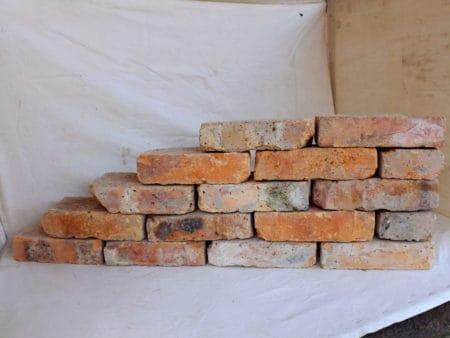 Alte Mauersteine antike rustikale Ziegel Klinker Backsteine historisches Mauerwerk Ruine Loft