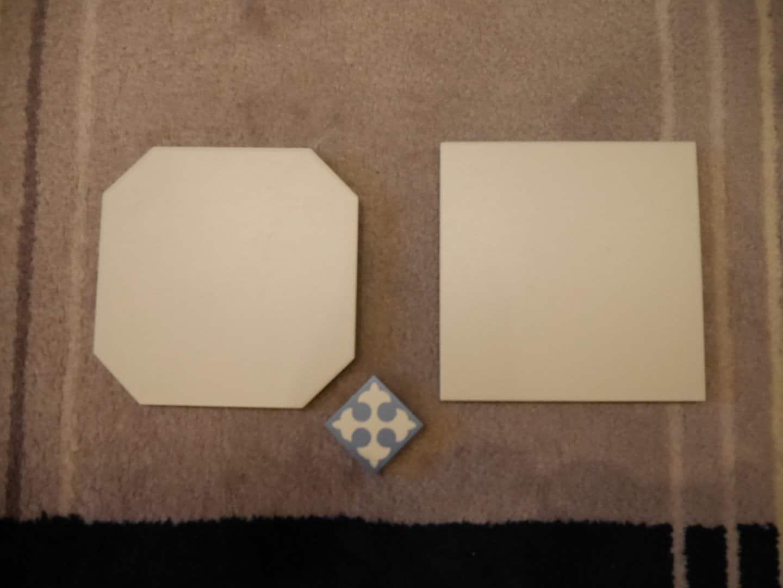 Fliese ZAHNA Restbestand 8eckig weiß Einleger blau weiß
