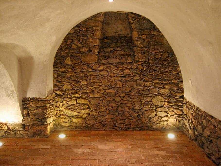 Bodenziegel Bodenplatten Bodenfliesen Weinkeller Antikziegel Terracotta Ziegelboden Backstein alte Mauersteine geschnitten Landhaus Industriestyle
