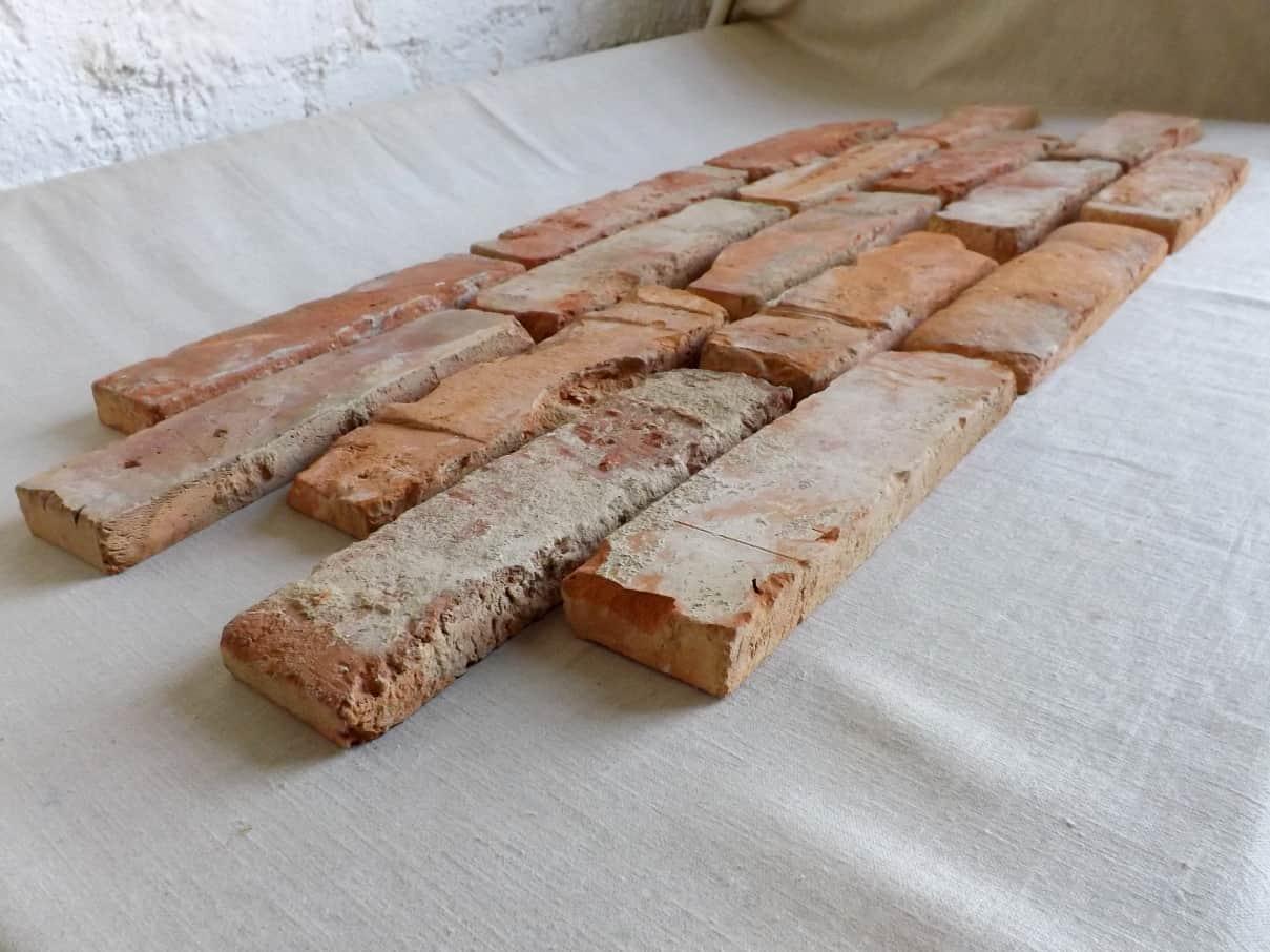Klassisch rote Antikriemchen Klinkerriemchen original Mauerziegel aus der Region Verblender Ziegel Backstein rustikal Loftoptik Steinwand Wandverkleidung Wandpaneele Ziegelwand Fliesen