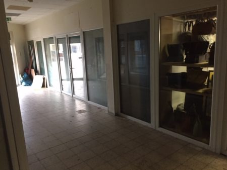 Kunststofelemente + Türen + Fenster aus Einkaufspassage