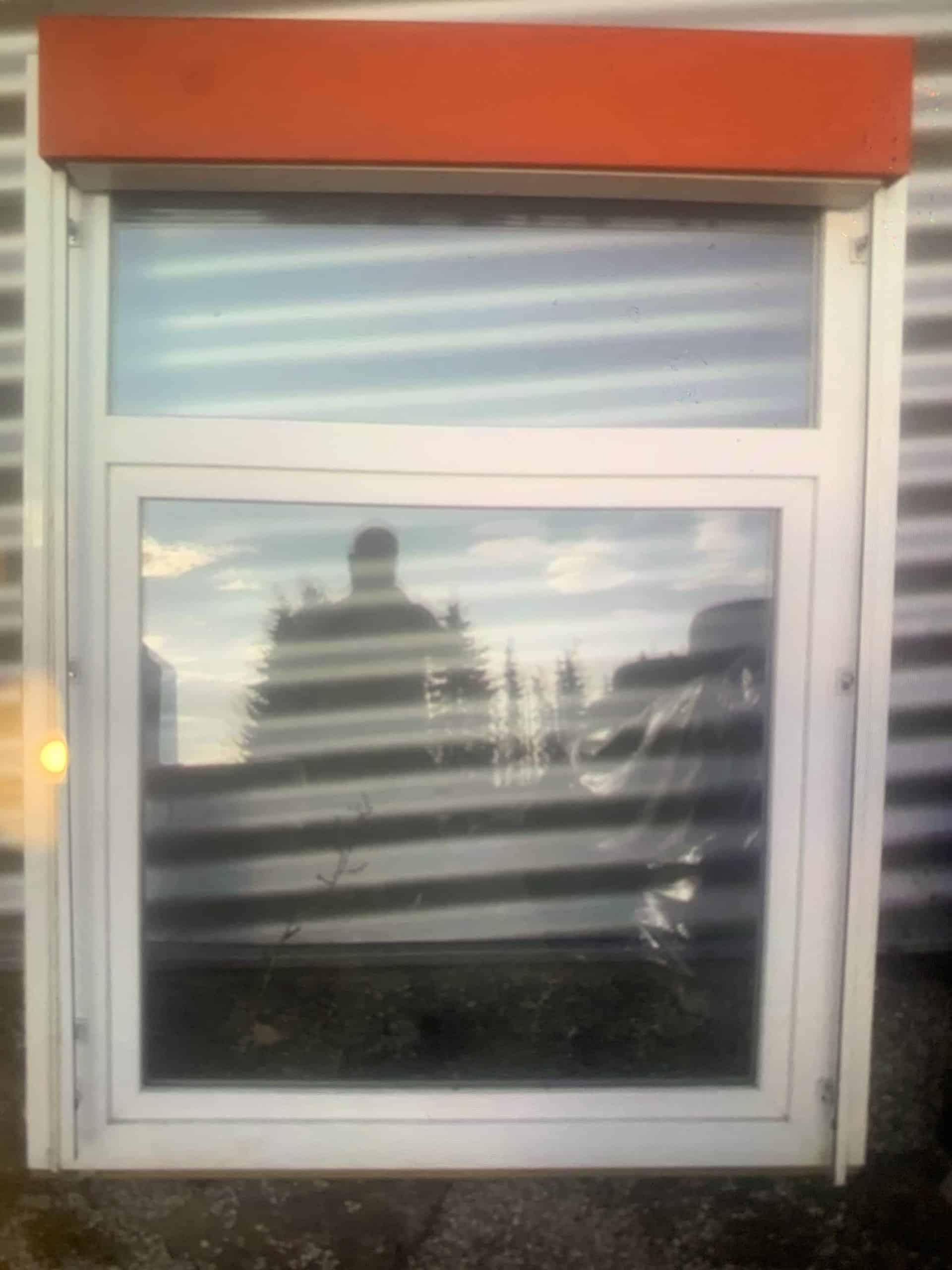 Doppelfensters mit Rolladen