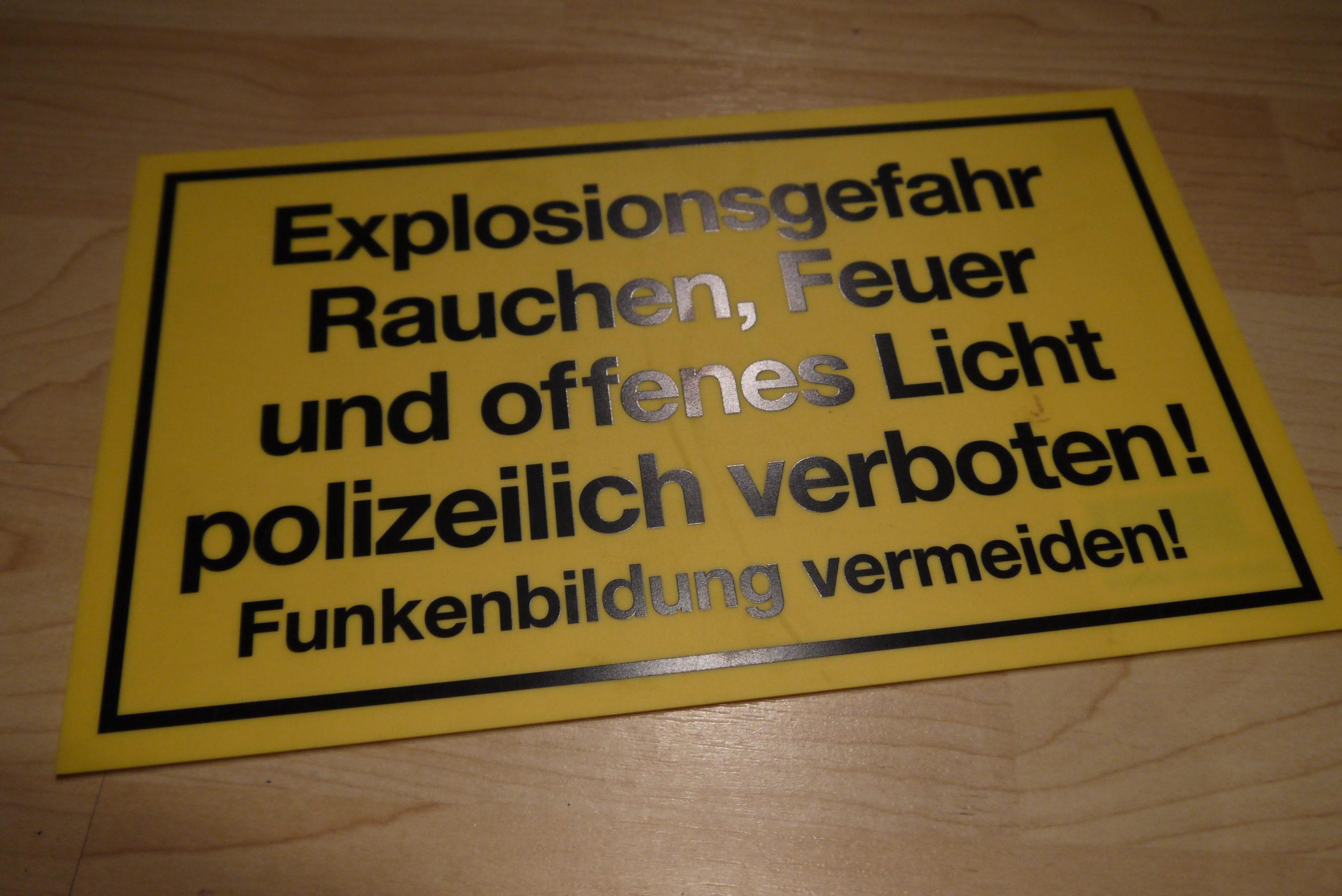 Schild - Explosionsgefahr, Rauchen, Feuer und offenes Licht...