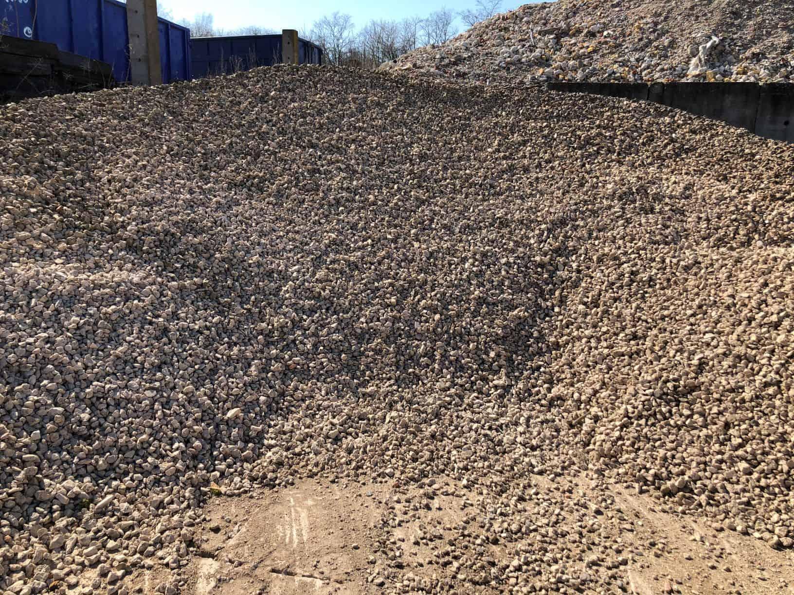 Kalkschotter 0 / 32 ( Gemisch aus 70 % Travertin, 15 % Sandstein, 15% Muschelkalkstein )