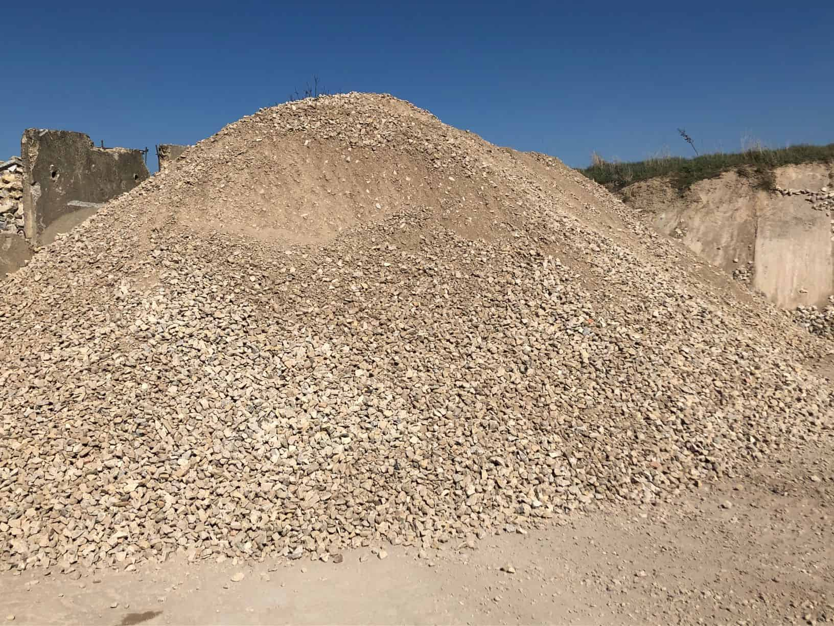 Kalkschotter 0 / 45 ( Gemisch aus 70% Travertin, 15% Sandstein, 15% Muschelkalkstein )