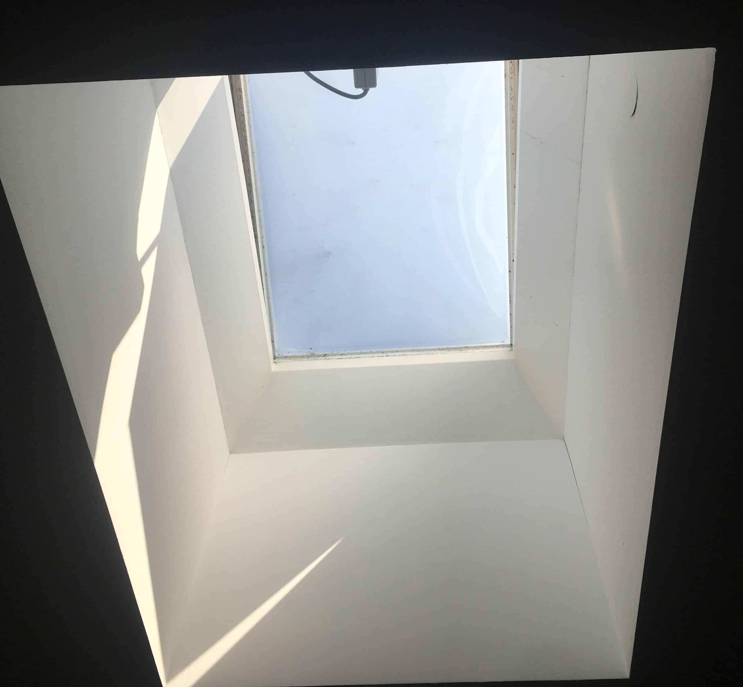 Dachflächenfenster für Flachdach mit Motor zum Öffnen