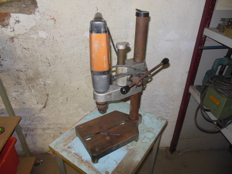 2-Gang – Bohrmaschine mit Ständer