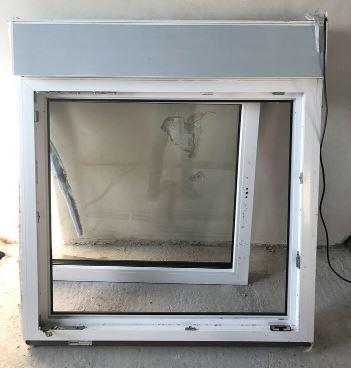 Fenster dreifachverglast incl. Außenjalousie
